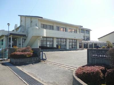 愛荘町立秦荘東小学校(2631m)