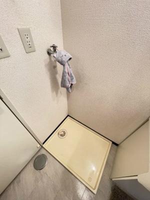 シャンプードレッサー横にある室内洗濯機置き場です♪防水パンが付いているので万が一の漏水にも安心です!