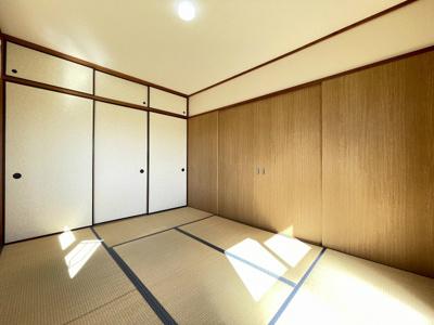 天袋付き押入れのある南向き和室6帖のお部屋です!寝具をすっきり収納できるので和室は寝室にもオススメ☆