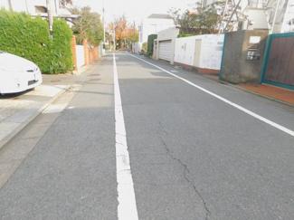 【前面道路含む現地写真】世田谷区成城5丁目 建築条件なし土地