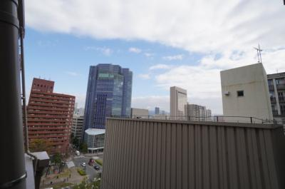 眺望は八丁堀方面を見通すシティービュー。 夜になればこの時期は平和大通りのイルミネーションが見えます!