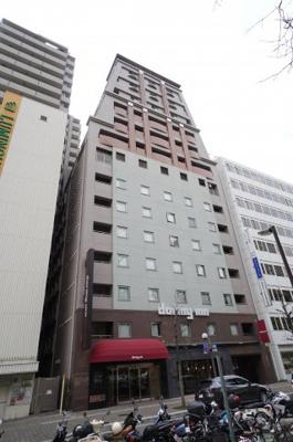 ホテルの上に住居部分のマンションとは、中々お目にかかれない物件です。 もちろん新耐震基準のマンションは定期地上権付きになっております。
