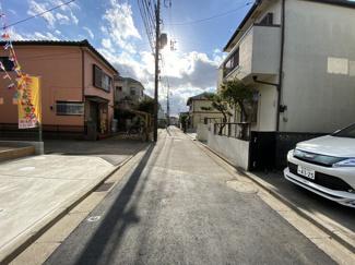 前面道路は4m公道と4mの私道です。