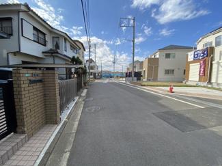 前面道路は6.5mの公道と6.2mの私道です。