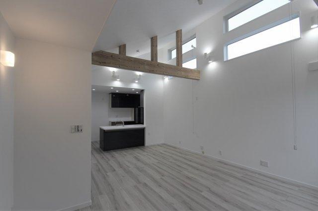 実際に建築したお家のトイレの写真になります。アクセントクロスで少し冒険してみてもいいかもしれませんね!