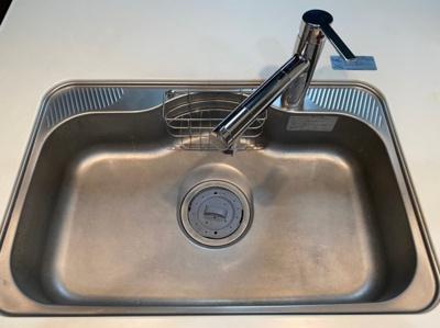 広々シンクで洗い物も捗ります。