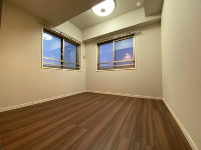 角部屋の為、2面採光のお部屋です。