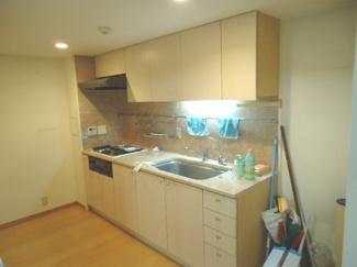 【キッチン】宝塚ガーデンヴィレッジC棟 1階