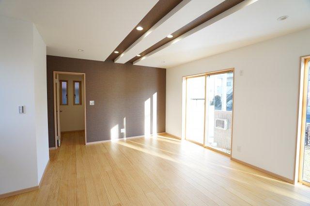 21帖 1年を通して陽が降り注ぎ、冬でも暖かく明るい部屋です。