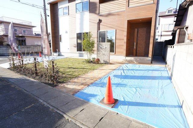 駐車場、お庭も整備されています。