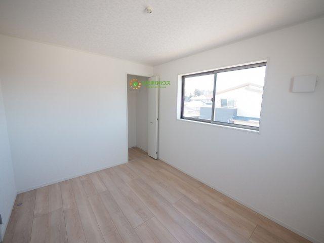 各部屋収納がございますので大きな収納家具を買い足さずに済みそうですね。