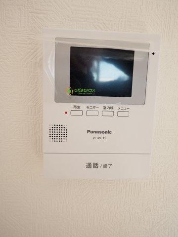 TVモニター付きのインターホンで家族も安心です♪