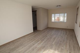 2階洋室、14帖で広々使えます。