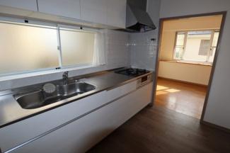 システムキッチンでガスコンロのお掃除も簡単!!