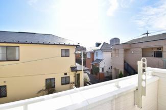 バルコニーからは開放的な景色が眺められます。