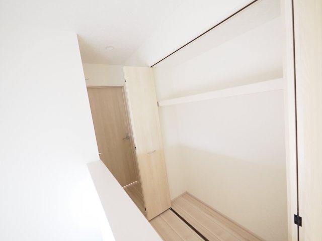 家族みんなで共同で使える便利な大型廊下収納!
