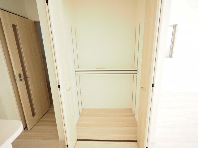 空間を有効活用した奥行のあるホール収納(*^-^*)