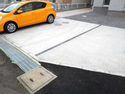 ・バス停歩1分・駐車場3台並列・南向き・4LDKとインナーバルコニー・蓮田北小・蓮田中・50坪・価格変更です。