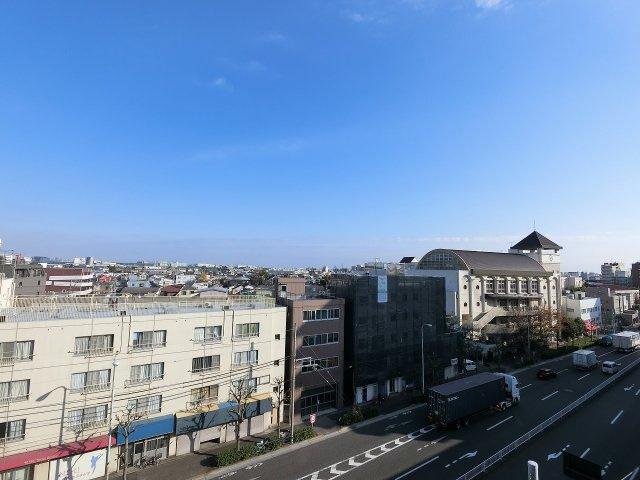 6階部分からの眺望です。前面に遮るものがなく眺望が抜けており開放感がございます。