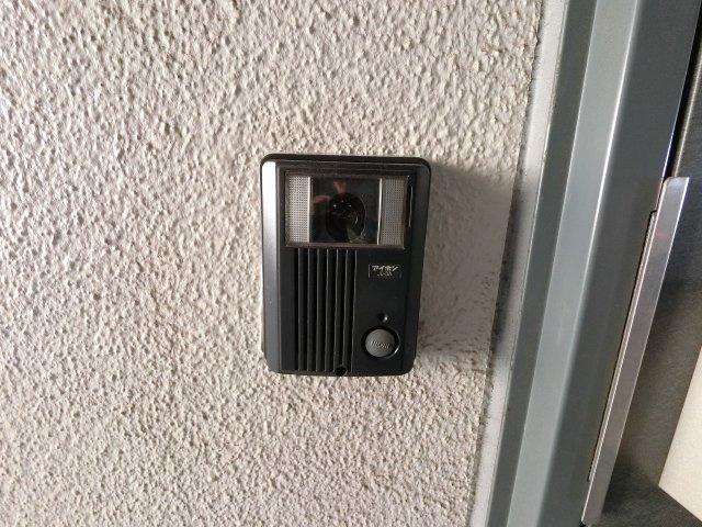 玄関横のインターホンです。