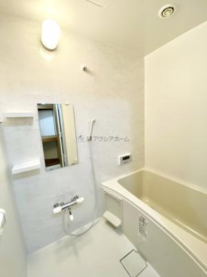 新規交換された綺麗な浴室で、1日の疲れを癒しましょう。
