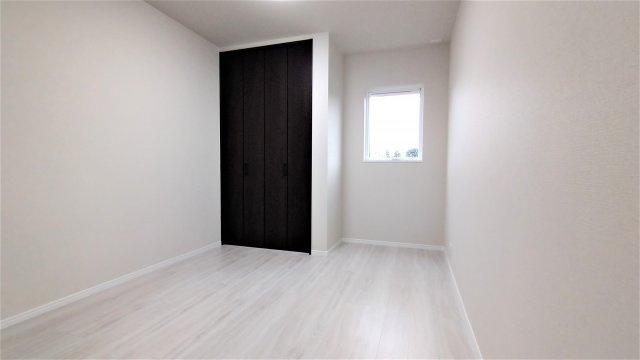 室内ドア。傷や汚れに強いコーティングでお手入れがラク。
