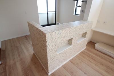 実際に建築したお家のキッチンの写真になります。作業スペースやシンクが広いとお料理をするときにもストレスがなく、サッとしてしまえるのがいいですね♪