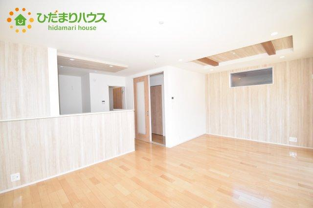 【居間・リビング】上尾市小泉7丁目 新築一戸建て 02