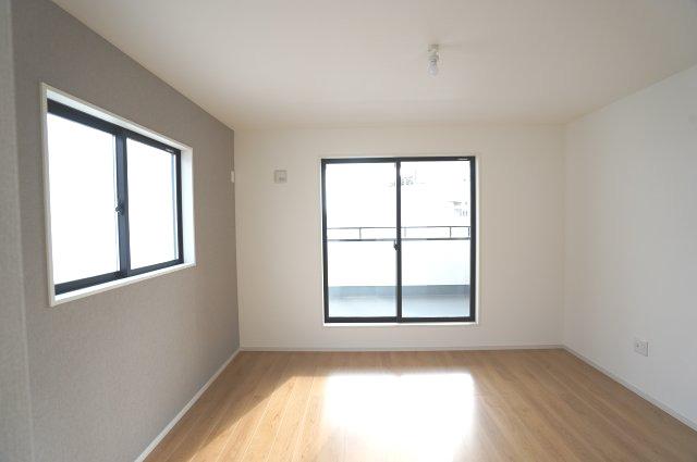2階7.2帖 アクセントクロスでおしゃれなお部屋です。
