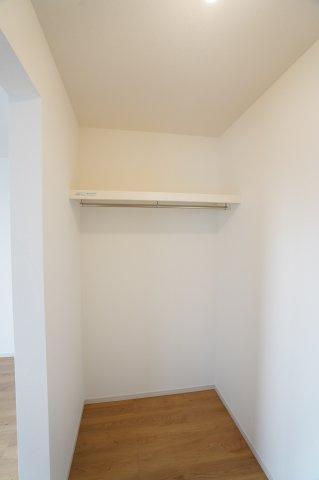 2階7.2帖 WICがあるお部屋です。お洋服やバックなどの小物もすっきり片付けられます。