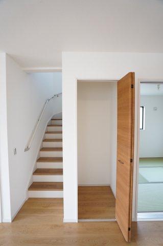 リビングスルー階段なのでご家族と顔を合わせるタイミングが増えます。
