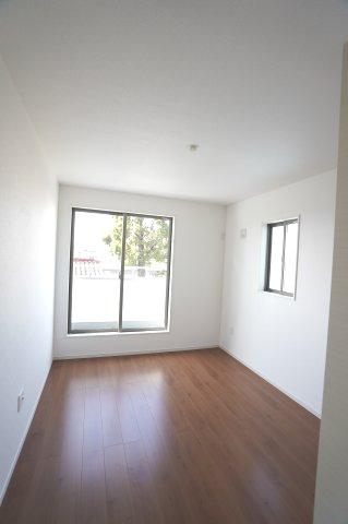 2階6.5帖 南向きで明るいお部屋です。