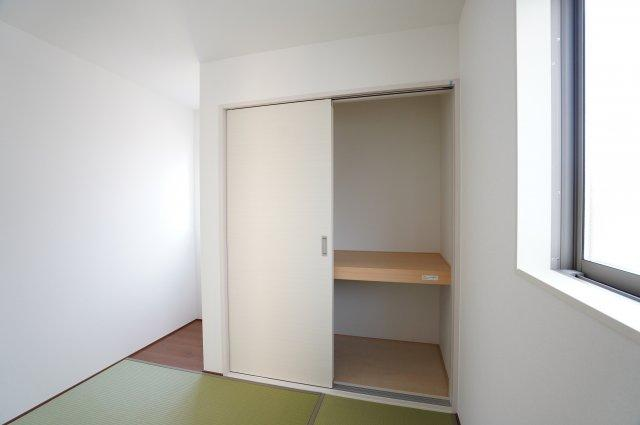6.5帖和室 押入があるので座布団やお布団、お子様のおもちゃなど収納できます。