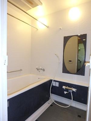 毎日の疲れをしっかり癒す広々浴室です。
