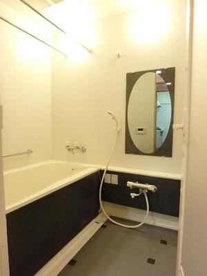 白色を基調としているので、高級感があふれる浴室です。