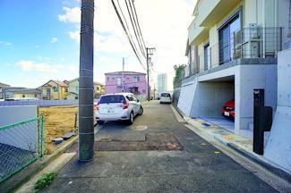 車通りもすくないため、小さなお子様も安心です。 前面道路は交通量も少なく駐車もラクラクですね♪