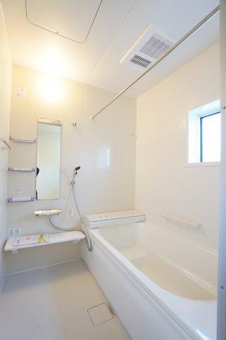 足を伸ばしてゆったりと入れる大きなお風呂です。家族一緒のお風呂タイムも楽しくなりそうですね。