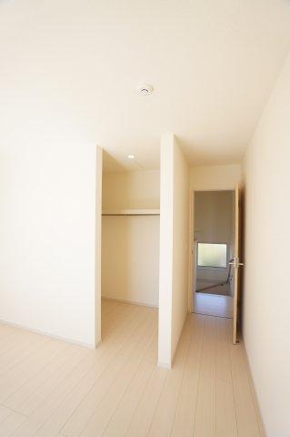 洋室にWICがありますよ。たくさん収納できてお部屋が片付きますね。