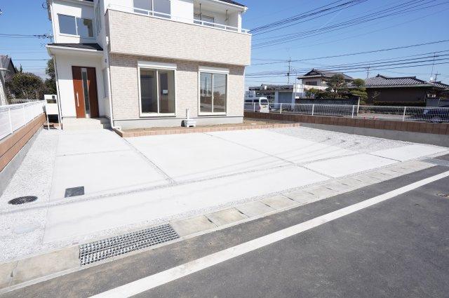 駐車スペースは4台以上可能です。