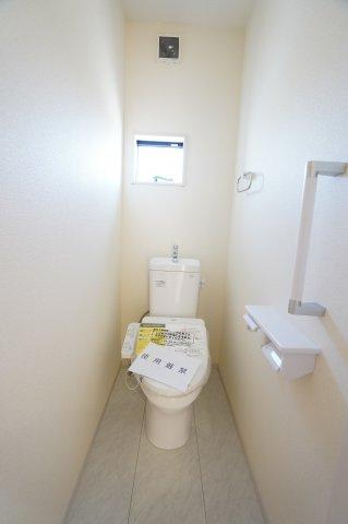 1階温水洗浄便座のトイレです。