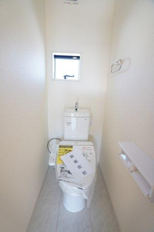 2階トイレもあり安心ですね。