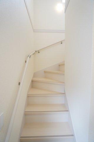 リビングスルー階段で帰宅後にリビングを通るので、毎日家族の様子が分かり安心です。自然と会話が増えそうですね。