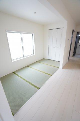 LDKの4畳コーナーです。リビングと続き間でキッチンから目が届きます。