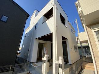 JR総武線「船橋」駅バス10分七軒家停歩9分の全8棟の新築一戸建てです。東武野田線塚田駅は徒歩22分です。