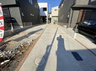 駐車スペースです。敷地約40.5坪で建物は延べ109㎡超えの3SLDKです。