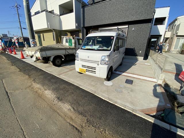 駐車スペースです。敷地約36.3坪で建物は延べ104㎡超えの3SLDKです。