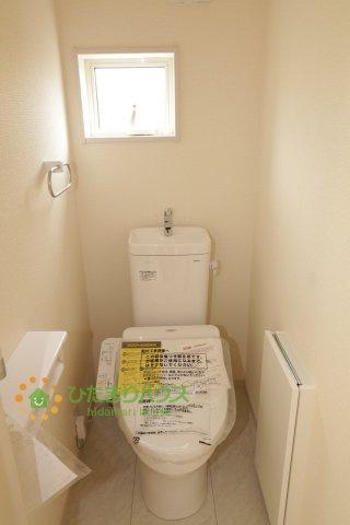温水洗浄便座付きのトイレを完備しております。