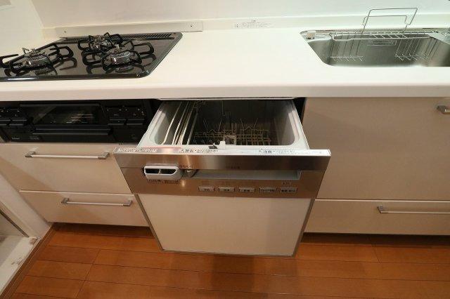 家事の時間を有効に使える食器洗浄機付きも標準装備しております