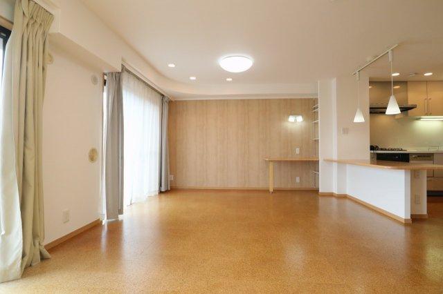 19.04帖のLDK。明るく開放的な空間は家族団欒にピッタリな快適空間ゆったりとしたリビングダイニングです
