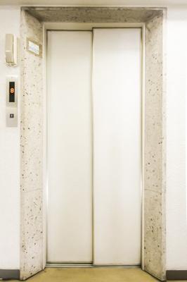 エレベーターつきで上階へもラクラク上がれます。